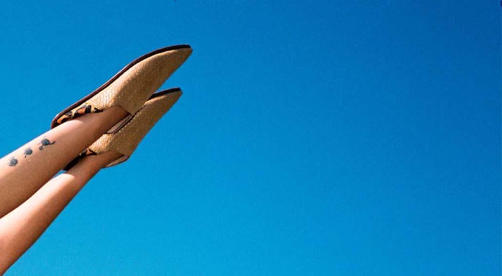 babouches sur ciel ultra bleu