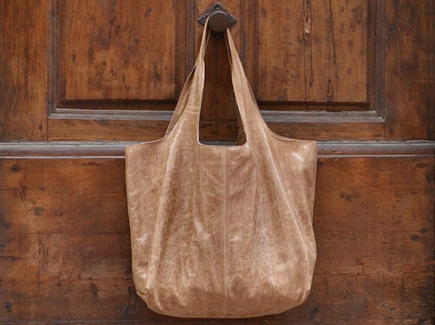 MUSHRIQ Luce's XXl Bag in iced caramel color